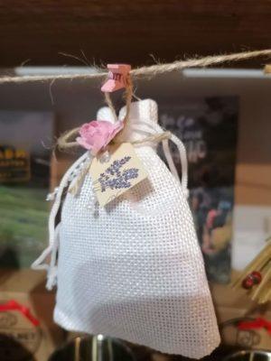 Торбички с естествена лавандула за спокоен сън.